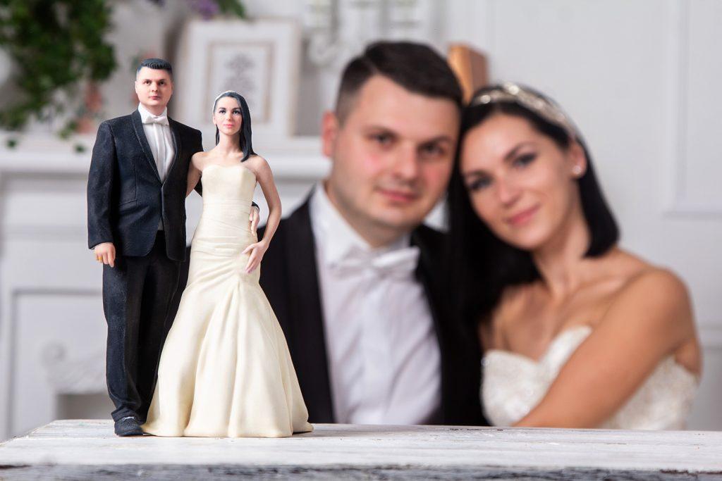 3d figure bride and groom