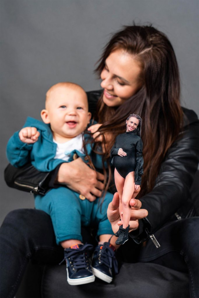 3d figure mom with baby