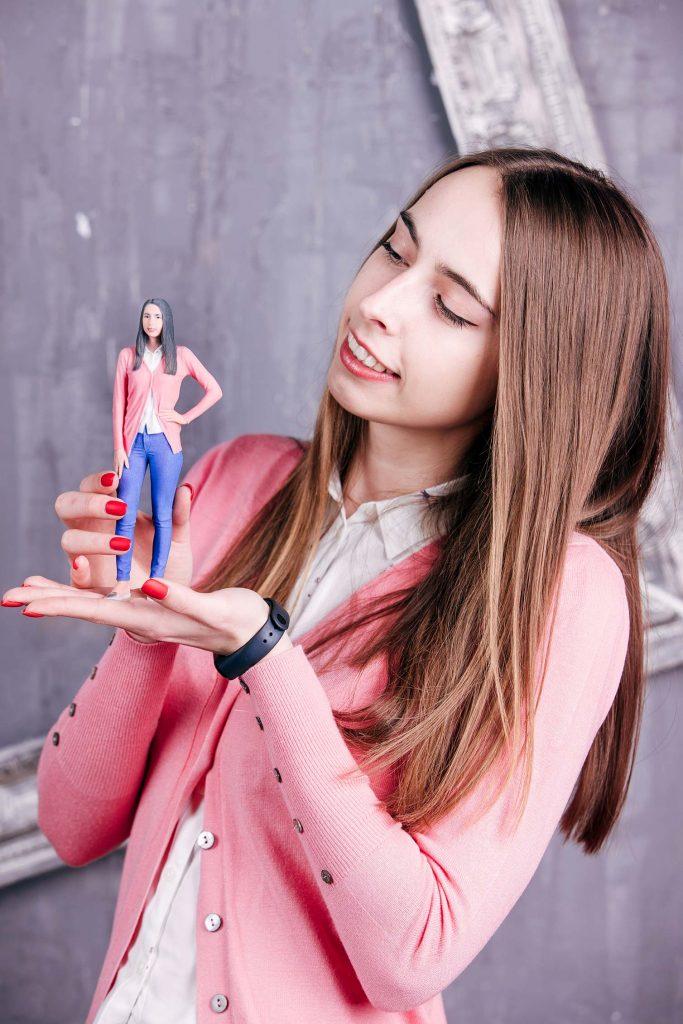 3D-Figur eines Mädchens in Rosa