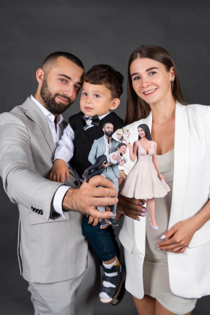 3D-Figur einer jungen Familie