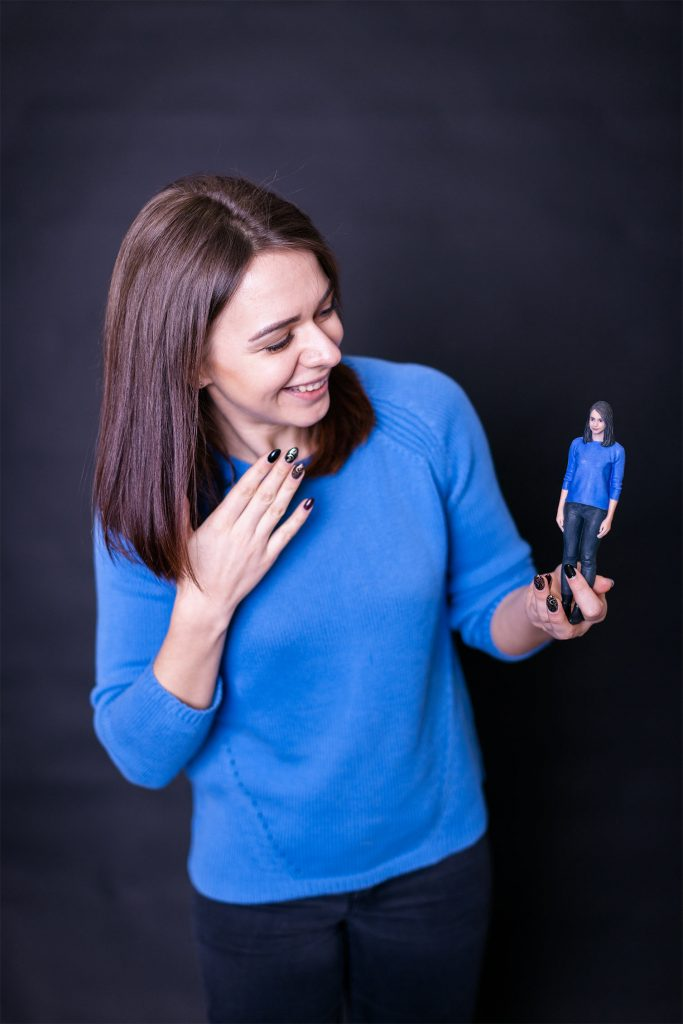 3d Figur einer Frau in blau