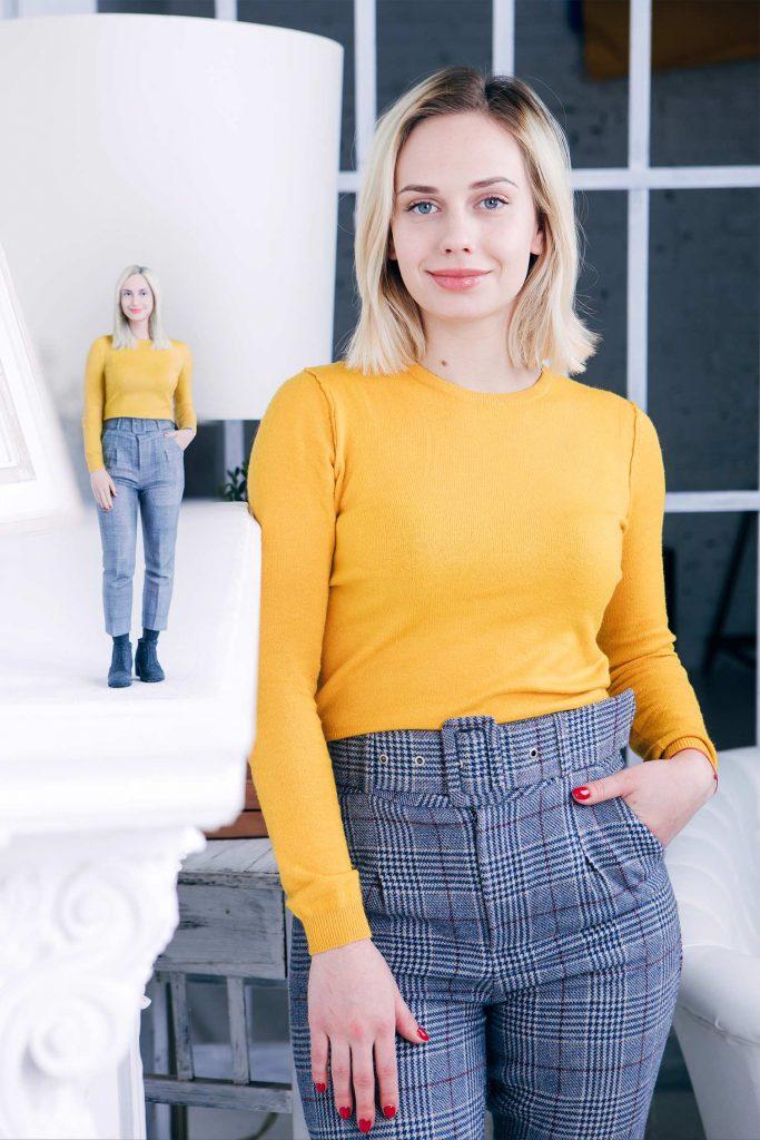 3d Figur eines Mädchens in Gelb