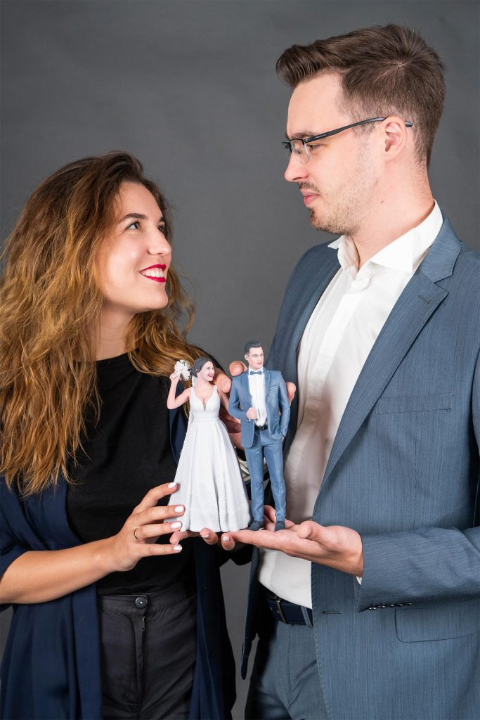 3D figure of the newlyweds