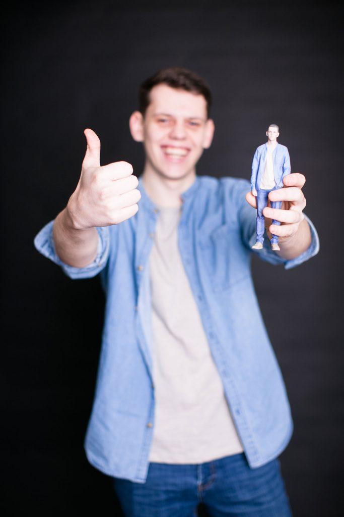 3D-Figur eines Mannes in einem Hemd